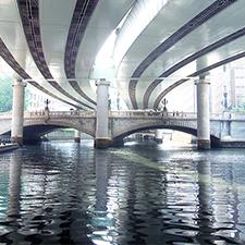 東京・日本橋の舟遊び